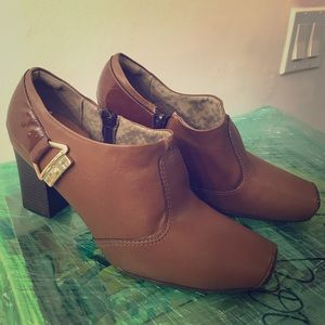 Picadilly Brown low top boots size 9